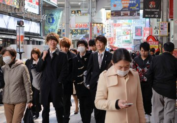 Japonci se za roušky taky styděli, mají ale 100 let náskok